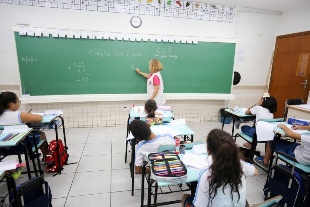 Educação entrega materiais do Plano Emergencial de Aprendizagem