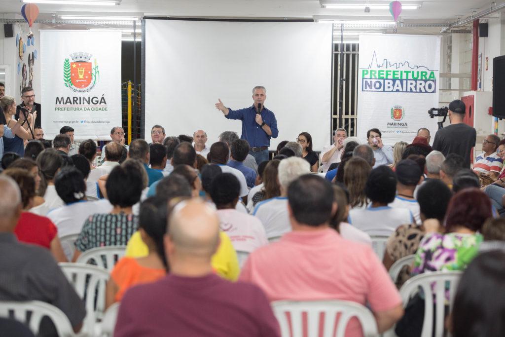 Cidadania e política: prefeito promove encontro nos bairros