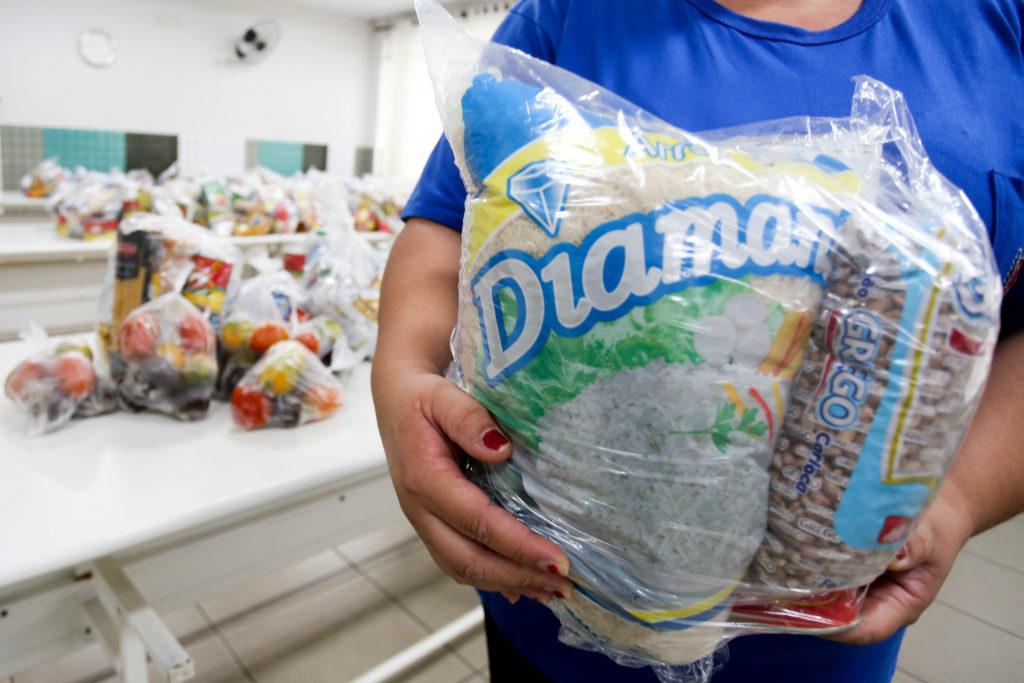 Alunos da rede municipal começam a receber kit alimentação