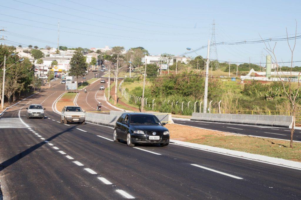 Obras realizadas pela Prefeitura de Maringá na Avenida Alexandre Rasgullaef são importantes para evitar alagamentos na região.