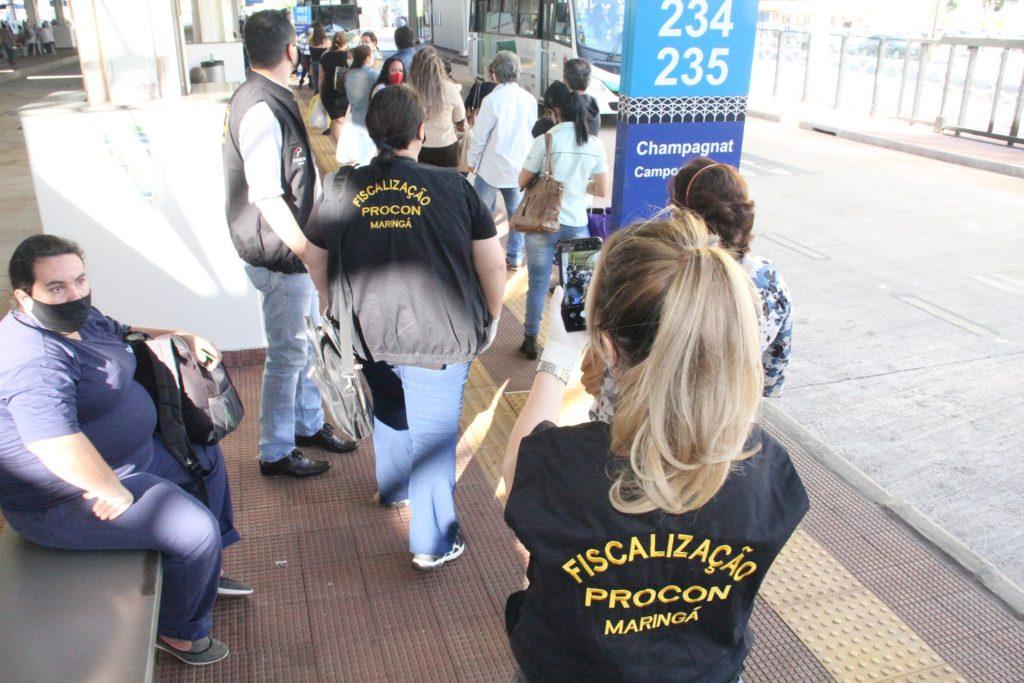 Em Maringá, Procon flagra superlotação em ônibus mais uma vez