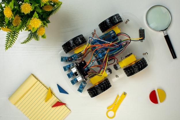 Maringá recebe mais de 300 kits com materiais para aulas de robótica